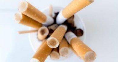 Ministro da Saúde assina documento que prevê eliminação do comércio ilícito de tabaco